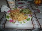 Fisch-Gemüse-Puffer mit Reis und Tomaten-Knoblauchsoße