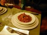Mučkalica: Bosnische Eintopf mit Hähnchen oder Kalb, Chili, Tomatem. Paprika und Gemüse