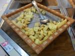 Frittierte Cassava: Cassava, auch Yuca oder Tapioca genannt ist eine Knollenfrucht in Südamerika und Asien. Sie schmeckt süßlich-kartoffelig.