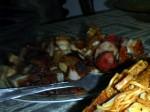 Panggang: Frittiertes, sehr fettiges Schweinefleisch. Normal mit Sambal und gebackener Cassava