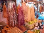Tschurtschchela: Walnüsse oder Haselnüsse umhüllt von Traubensaft-Kouvertüre.